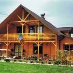 Rzetelne porównanie domów wykonanych w drewnie i murowanych: co może się okazać dla nas bardziej opłacalne?