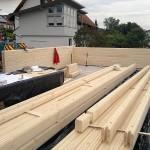 Jaką odmianę drewnianego surowca najlepiej zastosować w procesie budowy domu?
